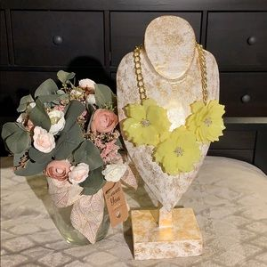 Jewelry - Big flower necklace